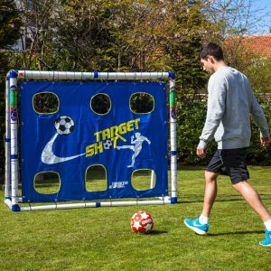 fodboldmål med target skuddug. Her kan du øve din skud på mål. Prøv om du kan remme i hullerne. Fodboldmålet med en kraftige målramme i en rør-diameter på hele 6.8 cm. Fodboldmålet er fremstillet i EU-godkendt og kraftig plastmateriale som giver målet den nødvendige stabilitet og holdbarhed ved fodboldspil i haven. Målet flytte nemt rundt og står samtidig stabilt på græsset under brug. Fodboldmålet kan samles uden brug af værktøj og har ingen skarpe kanter. Nettet tåler både spil med både gummi og læder fodbolde. Målet samles under 30 min. Fodboldmålet er også til klub-brug. Flere end 100 fodboldklubber bruger Target Sport fodboldmål til børnefodbold, så det siger lidt om kvaliteten. Længde: 1.83 m Højde: 1.53 m Dybde: 1.00 m Rørtykkelse: 6.8 cm Leveres med målnet og målpløkker.